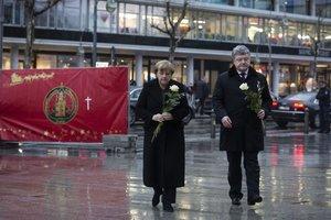 Порошенко и Меркель почтили память жертв теракта в Берлине