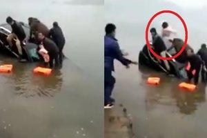 Мужчина выбросил ребенка из тонущей машины
