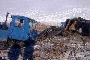 Школьный автобус ушел под воду в Днепропетровской области