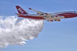 Самый большой в мире самолет-цистерна: вид на пожар из кабины