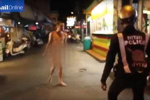 Голый русский турист с ножом напал на прохожих в Таиланде