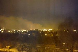 Донецк в огне: в результате обстрела загорелся крупнейший строительный рынок