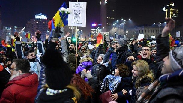 ВРумынии продолжаются мирные протесты против решения обамнистии