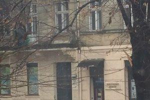 Во Львове на улице Бандеры обвалился балкон