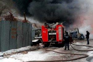 Пожар на киевском заводе потушили, жертв нет