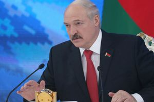 Лукашенко просит РФ дать Беларуси военные самолеты вместо размещения военной базы