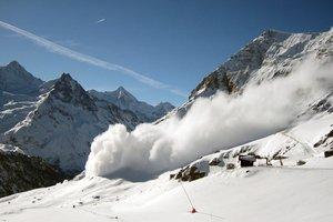 В Италии лавина накрыла группу лыжников