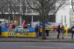 Стоп Путин: в Берлине пикетируют российское посольство из-за Авдеевки