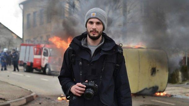 Стець ораненом британском фотографе: Онвидит наоба глаза