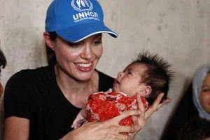 Анджелина Джоли снова хочет усыновить ребенка - СМИ