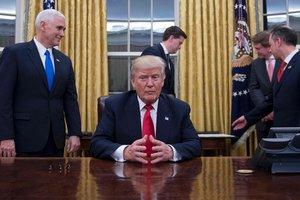 """Трамп ищет, кто """"слил"""" в СМИ нежелательные детали его телефонных разговоров"""