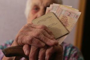 """Почему """"молодые"""" пенсионеры в Украине получают больше"""