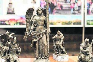 Памятник раздора: харьковчане протестуют против ангела вместо Ленина