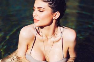 19-летняя сестра Ким Кардашьян оголила грудь ради рекламы своего бренда