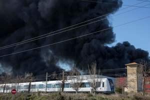 Пожар на химзаводе в Испании: столбы огня поднимались на 40-50 метров