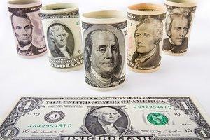 Курс доллара в Украине упал ниже 27 гривен