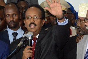 Нового президента Сомали избрали в авиационном ангаре