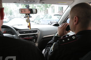 Как под Киевом полицейские спасают одиноких пенсионеров