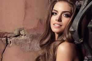 """""""Мисс Украина"""" Александра Кучеренко позировала в конюшне в эффектных нарядах"""