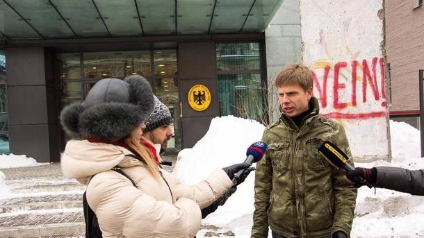 Генпрокуратура начала дело из-за осквернения Гончаренко монумента упосольства ФРГ