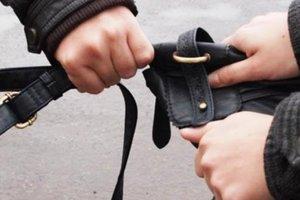 В Херсоне парень ограбил женщину и пошел отдыхать в кафе за ее счет