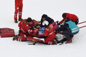 Французский горнолыжник угодил в больницу после ужасного падения на чемпионате мира