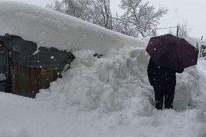 Деньги на морозе и промерзшие кости: как украинцы справляются с лютыми холодами