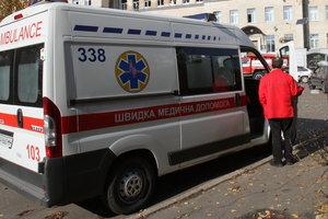 В Киеве молодой парень случайно выпал из окна пятого этажа