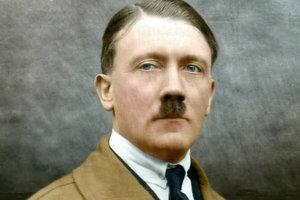 """В родном городе Гитлера ищут его """"призрака"""", разгуливающего по улицам"""
