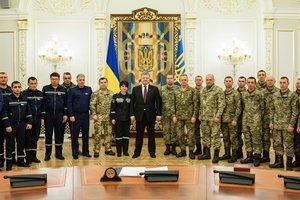 Энергетики, работавшие в Авдеевке, получили награды за мужество