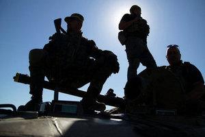 Боевики на броневике протаранили автомобили мирных жителей