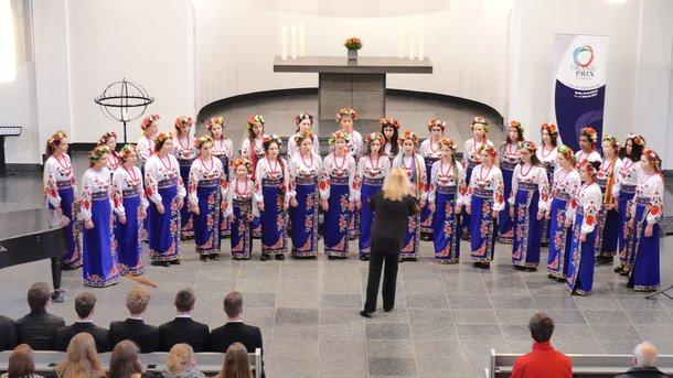 Девушки 25 минут а капелла исполняли произведения украинских композиторов