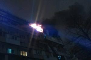 В Киеве горит две квартиры в жилом доме