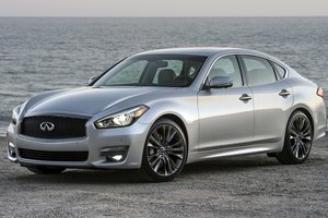 Powerful motor in a casual style: the pros and cons of the updated Infiniti Q70