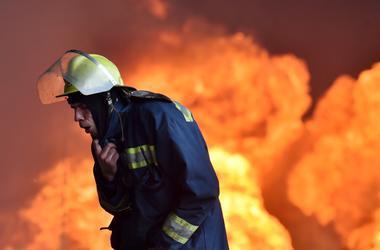 На трассе Киев – Чоп у заправки вспыхнул грузовик: водитель получил ожоги
