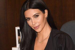 Ким Кардашьян вышла в свет в одном жакете