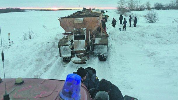 На трассе под Харьковом снег сковал 90 автомобилей