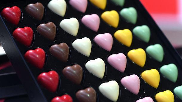 Работа для сладкоежек: в сети ищут дегустатора шоколада Milka и печенья Oreo - Фото