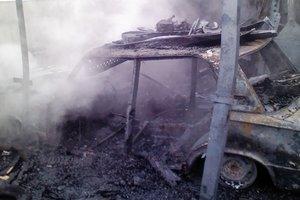 В Житомирской области дотла сгорели два гаража и автомобиль: есть пострадавший