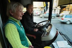 In Kiew auf Darnitsa auslagern Haltestelle der Trolleybusse