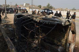 Более 100 боевиков ликвидированы в Пакистане после теракта в мавзолее