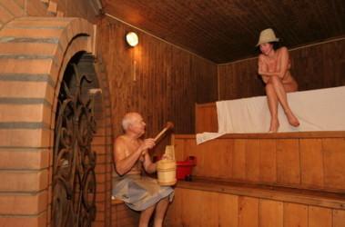 Реальное видео как русские престарелые женщины моюца в банях