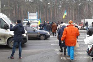 Активисты перекрыли Броварской проспект