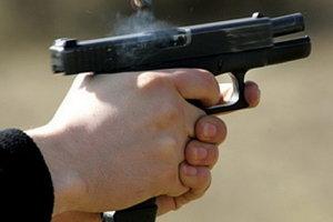 Стрельба в Киеве: неизвестные ранили двух человек и скрылись на авто с донецкими номерами