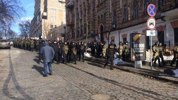 ВКиеве начались столкновения между участниками блокады Донбасса иполицейскими