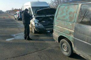 A escala do acidente, perto de Kiev: no caminho encontrou seis máquinas
