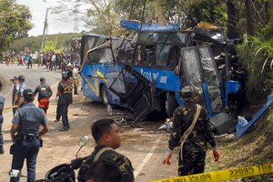 Жуткое ДТП на Филиппинах: автобус разнесло вдребезги, погибли 14 человек