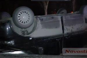 В центре Николаева пьяный водитель микроавтобуса приземлился на крышу