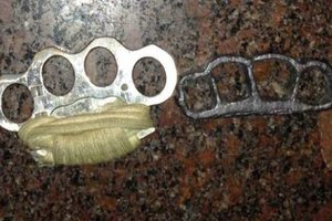 On Khreshchatyk police seized the citizens of the knife and the brass knuckles