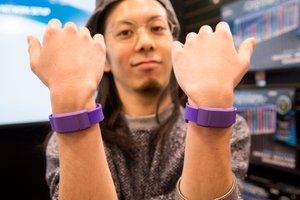 I Japan opfundet et armbånd, som viser bevægelse til musik